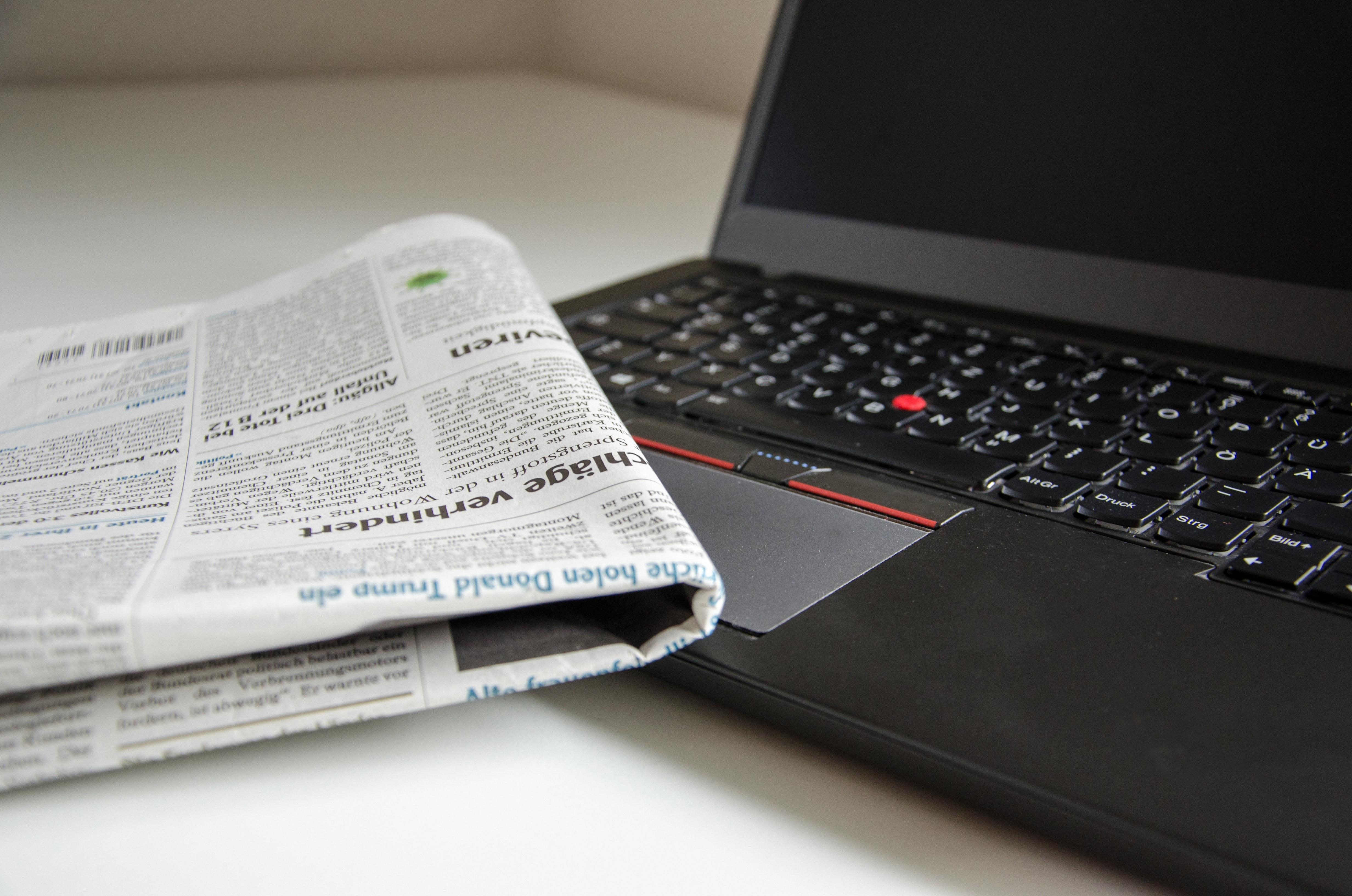 Tidning på en data.